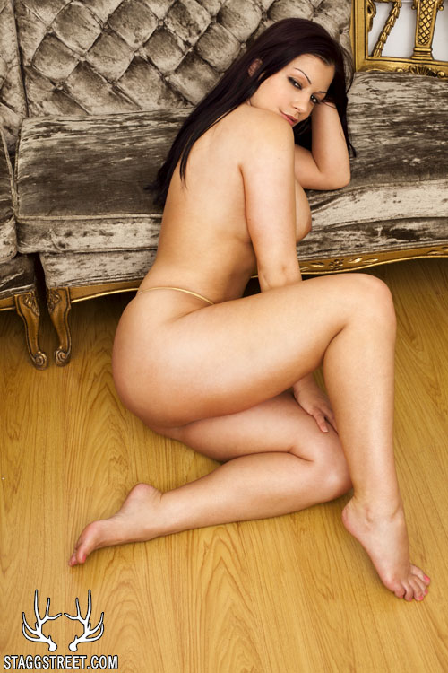 aria giovanni naked against the couch