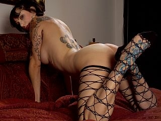 bella vendetta tattoo dominatrix beauty
