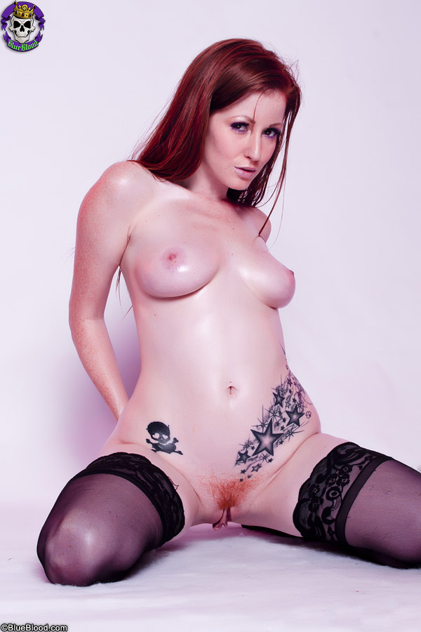 nikki rhodes sexy tattooed redhead