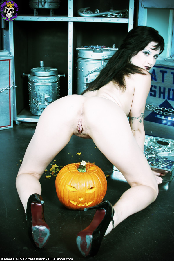 Annika Amour Halloween