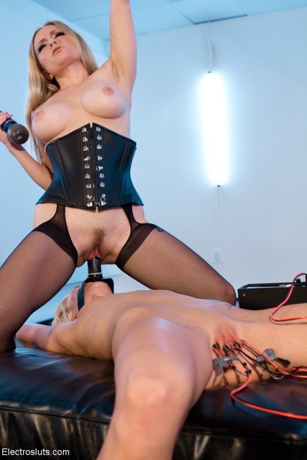 Maia Davis's Only Purpose is to Worship Aiden Starr