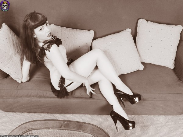 Ondine Retro Devil Girl