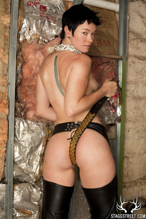 jiz lee uses her belt in my basement