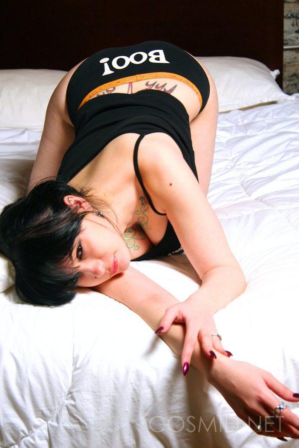 cosmid-jennique-brown-background-strip
