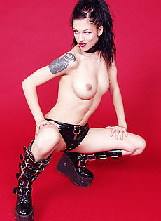 BlueBloods GothicSluts pierced tattooed goth girl in fetishwear collar